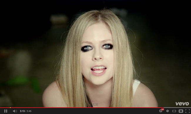 Avril Lavigne - Here's To Never Growing Up videó!