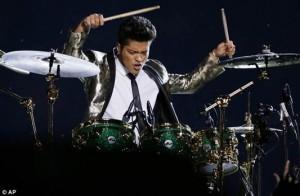 Bruno Mars dobol.