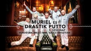 """A hattagúvá bővült, hegedűvel és perkával kiegészültMurielzenekar idén új lendülettel tereli progresszív, kísérleti műfajú zenéjét szenvedélyesebb irányokba. Teszi ezt például február 17-én, a Kuplungban, aDrastik Putto hatalmas, ötödik szülinapi bulija után, ahol a Heaven Street Seven egykori, legendás énekese,Szűcs Krisztiánés a Magna Cum Laude híres frontembere,Mező Misiis hallható lesz. Két nagylemezének anyagával a Muriel mára az ország több jelentős színpadán bebizonyította, hogy a közönség megbecsülését bátran, önazonosan és szenvedéllyel is ki lehet vívni. Sodró lendületű koncertjeik a vájtfülű közönségnek és a táncolni vágyóknak egyaránt kivételes élményt nyújtanak. A hegedűvel (Szabó Árpi) és perkával (Sárkány Berci) kiegészült gitár-dob-basszusgitár-ének felállású csapat dal- és fülközpontú, progresszív popzenéje semmi máshoz nem hasonlítható a hazai piacon, különlegességük a kísérleti létben mutatkozik meg leginkább. Muriel - Torpedo: https://www.youtube.com/watch?v=yqUaA2Lujgs A Drastik Putto """"szürreál pop"""" formációt Mihalik Ábel (ex- Kiscsillag, Kispál és a Borz) 2012 elején hozta létre. Szinte azonnal stúdiómikrofont ragadott, és az énekhangja mellett a basszusgitárját is elővette. A Bosszúból galamb című lemez nagy port kavart, hiszen a Zeneakadémiát végzett dobművész minden egyes szólamot maga játszott fel rajta, önállóan írt dalait sikerre hangolva ezzel. Később viszont olyan elismert zenészeket gyűjtött maga mellé, mint Csókás Zsolt, Bubenyák Zoltán, Borbély Mátyás és Papp Csaba, akik azóta is a zenekar törzsét alkotják. 2016-ban megjelent a zenekar második nagylemeze, Felnyitom én címmel, a Mohaember lett a legjobb animációs klip a II. Magyar Klipszemlén és a Cseh Tamás Program induló előadói támogatását is elnyerte a banda. Ábel így tekint vissza az elmúlt öt évre: """"Sok dolog történt, például az utolsó évben több koncertet adtunk, mint négy év alatt összesen. Lett egy menedzserünk is, aki nagyon lelkes és jól melózik, én meg sokat fejlődtem fron"""